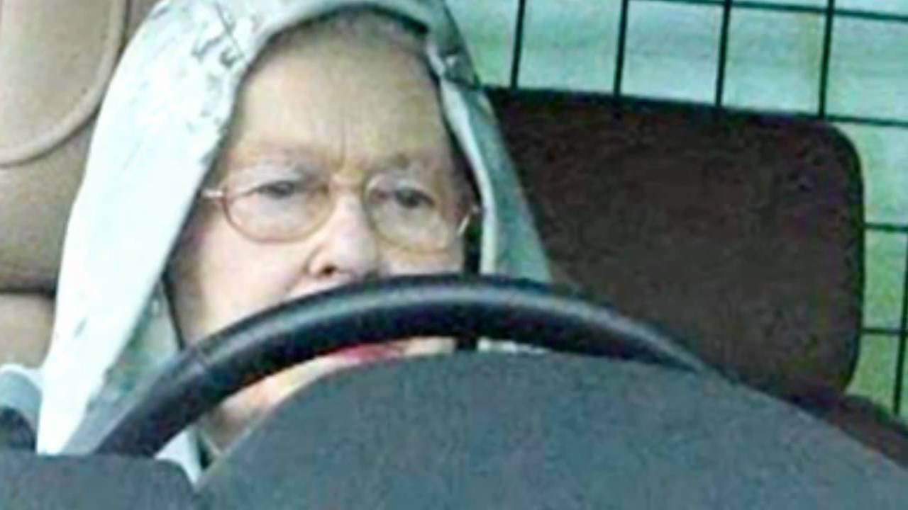 Queen Elizabeth Ii Wears A Hoodie While Driving A Range