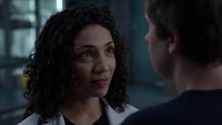 Shaun and Carly Touch More than Lips - The Good Doctor