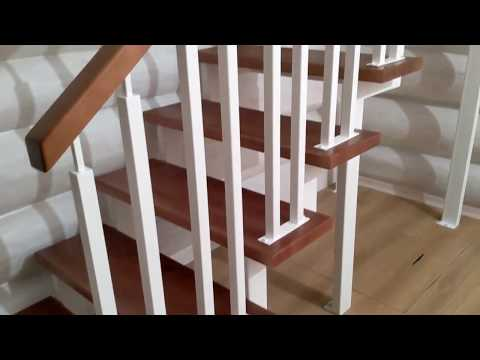 Лестница в деревянном доме на металлокаркасе