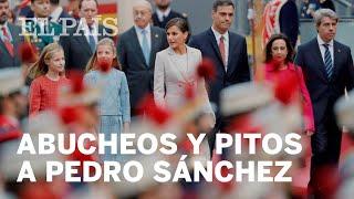Abucheos y pitos a Pedro Sánchez tras el desfile del 12 de octubre