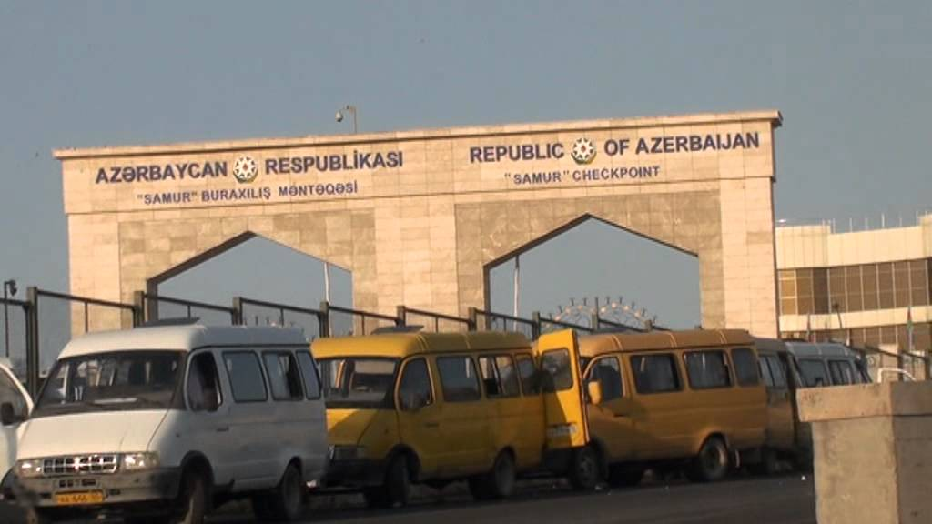 Азербайджанцы массово покидают страну