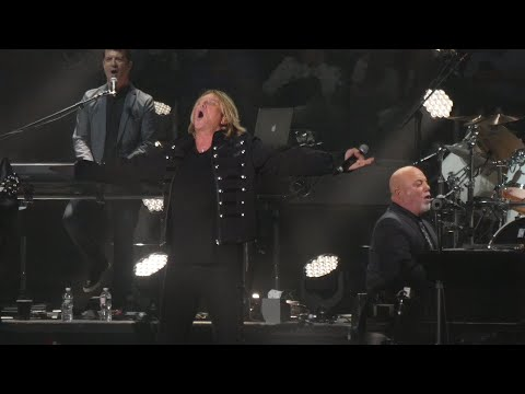 Don Action Jackson - Joe Elliot Of Def Leppard Joins Billy Joel On Stage To Pour A Little Sugar