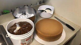 Rellenando pastel con chantillí y dulce de leche para 25 personas