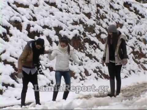 LamiaReport.gr-Βόλτα στη χιονισμένη Λαμία 02-02-2012