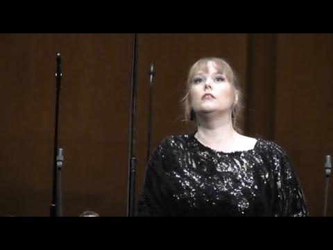 Jessica Pratt in the full length mad scene from Lucia di Lammermoor in Paris.