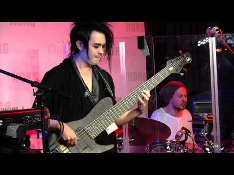 Dirty Loops - Just Dance - Henrik Linder Bass Solo - NAMM 2015