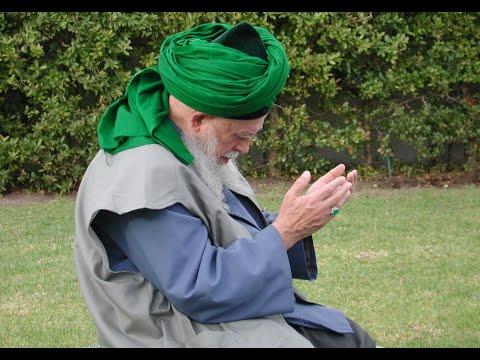 Shaykh Nazim al-Haqqani visits Data Darbar in Lahore