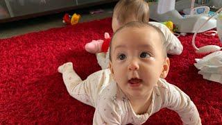 Mum cheating twins baby || mẹ lừa hai em bé sinh đôi cho ăn banhs