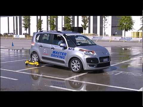 Corso di Guida Sicura : SOVRASTERZO CON SKID CAR