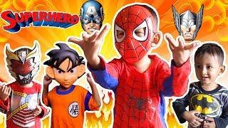Pakai Banyak Kostum SuperHero Sambil Beraksi Dan Berubah Dengan Cepat | Superhero Lucu Spiderman
