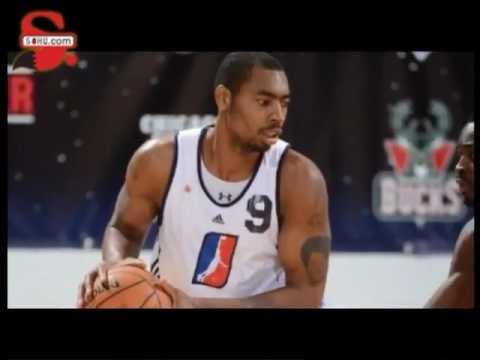 [sohu.com]青岛队新外援丹尼尔斯抵达球队 Qingdao Team new player — Chris Daniels