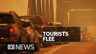 Thousands flee NSW South Coast ahead of horror fire weekend | ABC News