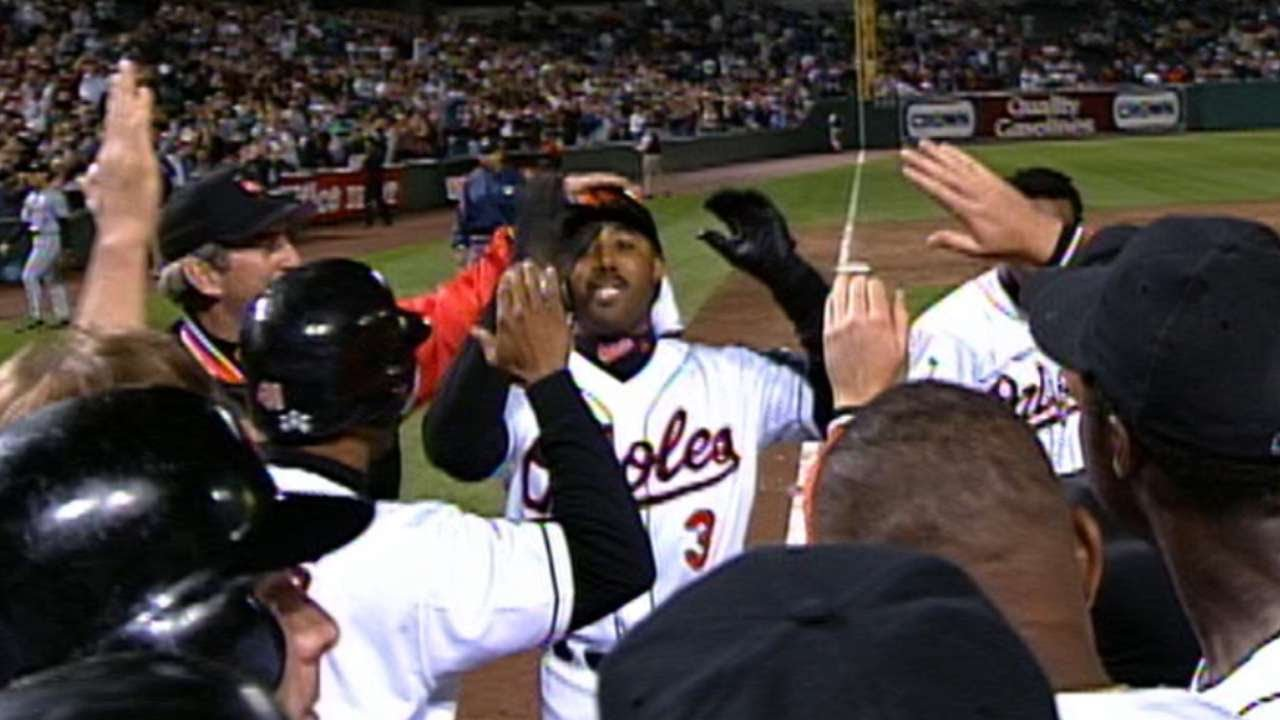 Harold Baines Hits A Walk Off Grand Slam In 10th