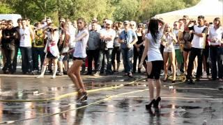 Конкурс мокрые майки Car'n'Girl 2011 ч.3(21 мая, в субботу, в Киеве на внутренней парковке РЦ Блокбастер прошел фестиваль Car'n'Girl, где собрались самые..., 2011-05-25T17:32:33.000Z)