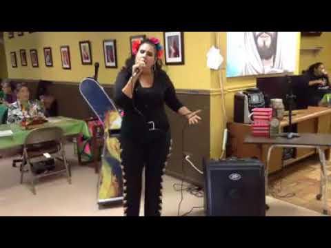 cantando en el karaoke en eagle pass tx ( willow creek )
