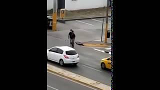 Así roban a automovilistas en avenida Colón, en Córdoba