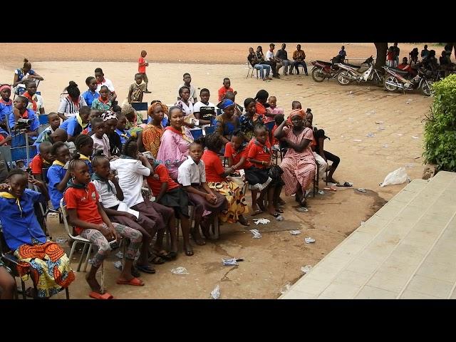 Animateur VIDES PhibertDacko avec les Amis de Kizito a l'institut Sacré Coeur de Bamako2