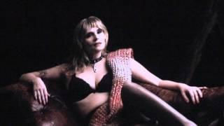 """Emmanuelle Seigner splendide dans le film de Roman Polanski """"Venus à la fourrure"""" (mouima.com)"""