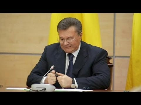 Yanukovych snaps pen in anger at press conference