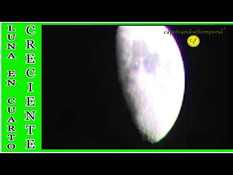 luna en fase de cuarto creciente ( moon phase waxing )