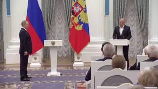 Video Путин наградил Дениса Майданова званием Заслуженный артист РФ download MP3, 3GP, MP4, WEBM, AVI, FLV Juni 2018