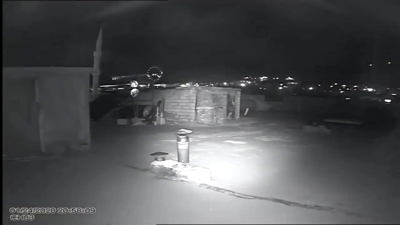 #Elazığ #Deprem Elazığ Deprem anında Ergani'de gökyüzünün aydınlandığı an gerçekten çok ürkütücü