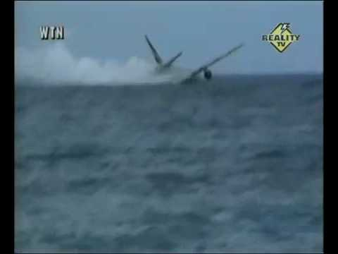 plane crashes in the water youtube
