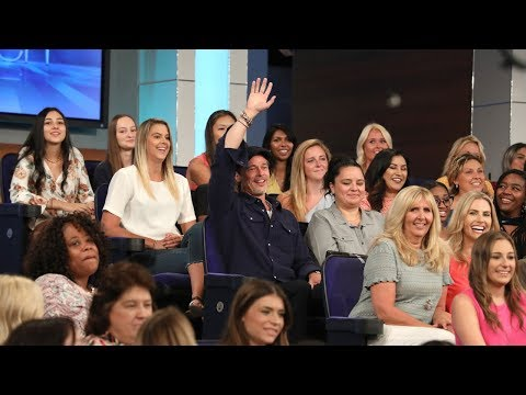 superfan-brad-pitt-distracts-ellen-while-sitting-in-the-audience