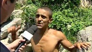 Baixar Balanço Geral SP mostra homem que mora dentro de gruta na praia há oito anos