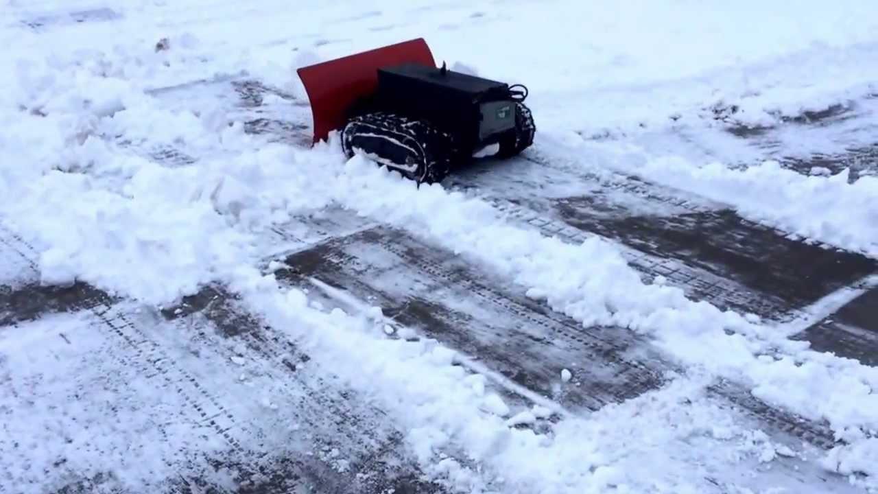 Robot snow plow - YouTube