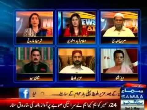 Fight of Uzair Bloch and Sharmila Farooqi in a live show.