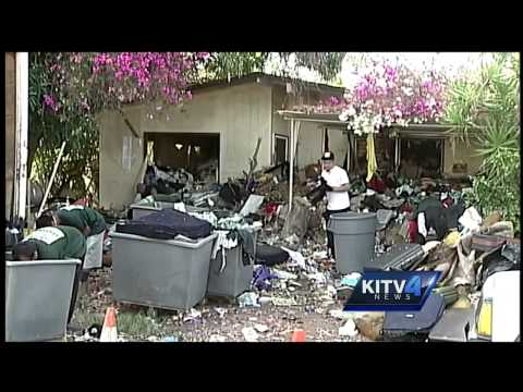 Workers clean out Kaimuki Hoarder house