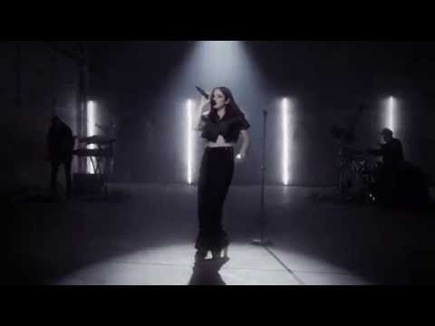 BANKS - Waiting Game (Live MTV: Artist To Watch)