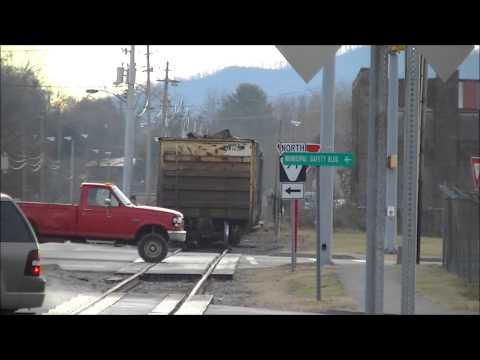 East Tennessee Railway shoves through Johnson City Tennessee 1/9/13