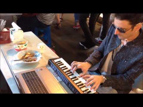 Divyns狄文斯在饒河夜市教你如何用傳統揚琴創作電音!