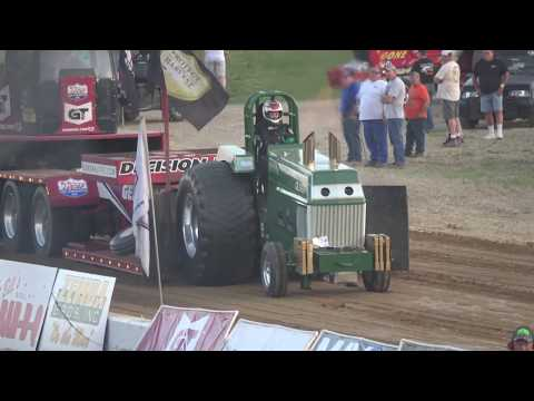 OSTPA Pull 2019: Super Stocks pulling at Muskingum County Speedway