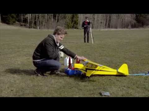 Modelflyg  Premiere flight with monitored Piper Cub