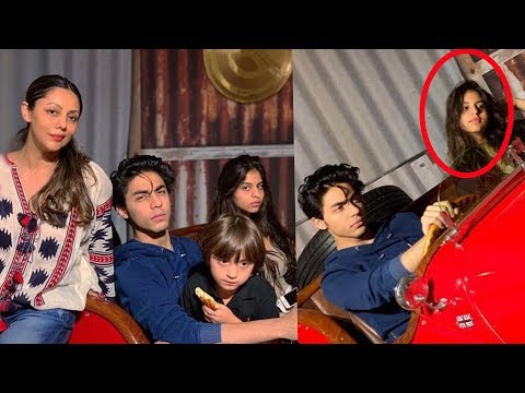Srk kids Aryan Khan , Suhana Khan and Abram Khan celebrate Christmas together with mom Gauri Khan