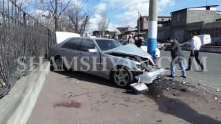 Երևանում 42 ամյա վարորդը Mercedes ով բախվել է էլեկտրասյանը