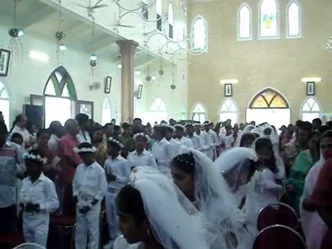 ST  FRANCIS XAVIER CHURCH ALUVA (Holy Communion 20102012) Video By HYGNES JOY PAVANA MOV02389