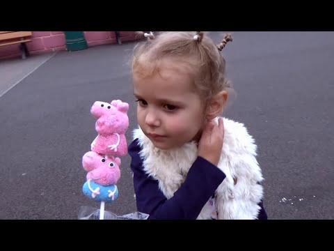Свинка Пеппа Ворлд Макс в Мультике Катаемся на машинке Папы Свина & Динозавре Джорджа Выиграли Кошку
