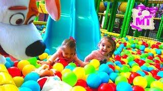 ИГРУШКИ Кукла НАСТЯ и  Макс играют на ДЕТСКОЙ ПЛОЩАДКЕ /Toys PLAY on the Indoor Playground