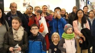 Flashmob des Collegium Musicum der RWTH Aachen im Aquis Plaza thumbnail