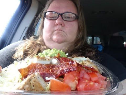 WENDY'S SOUTHWEST AVOCADO SALAD // MUKBANG // EAT WITH ME