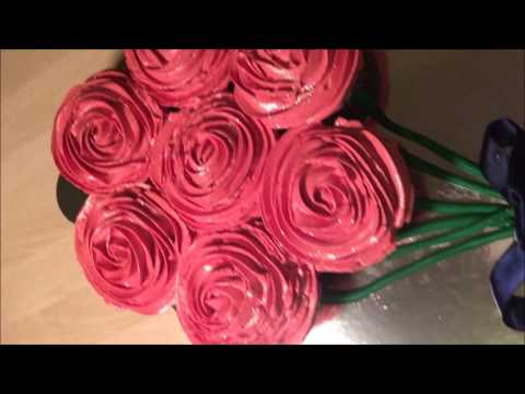 cupcake-rose-bouquet-pull-apart-cake---valentine's-day-special