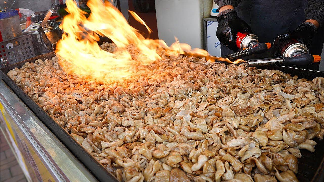 왕철판 통째로 초벌하는 불곱창? 요식업 9년 벼랑끝에 차린 곱창트럭 아저씨의 마약곱창┃stir-fried pork intestines / Korean street food