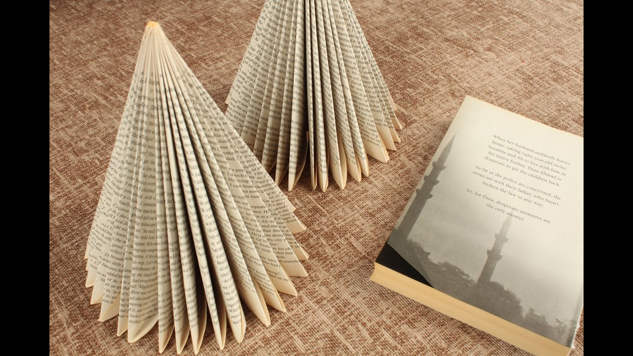 Book Christmas Tree Reuse Recyle books DIY
