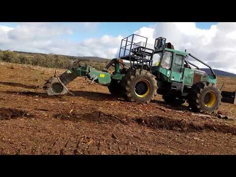 Bracke 290 with fertiliser applicator