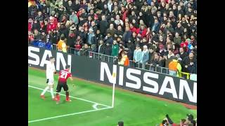 Angel di maria gets bottled   man utd vs psg 12.02.2019angel had bottles thrown towards him by manchester united supporters, landing the club a ue...