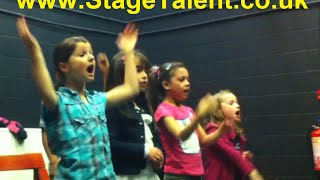 Stage Talent Academy - Singing Do Re Mi - Solois Lilu Kokona